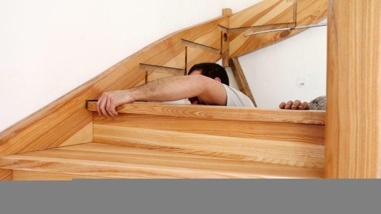 avec quoi recouvrir un escalier en bois maison art et avenir. Black Bedroom Furniture Sets. Home Design Ideas